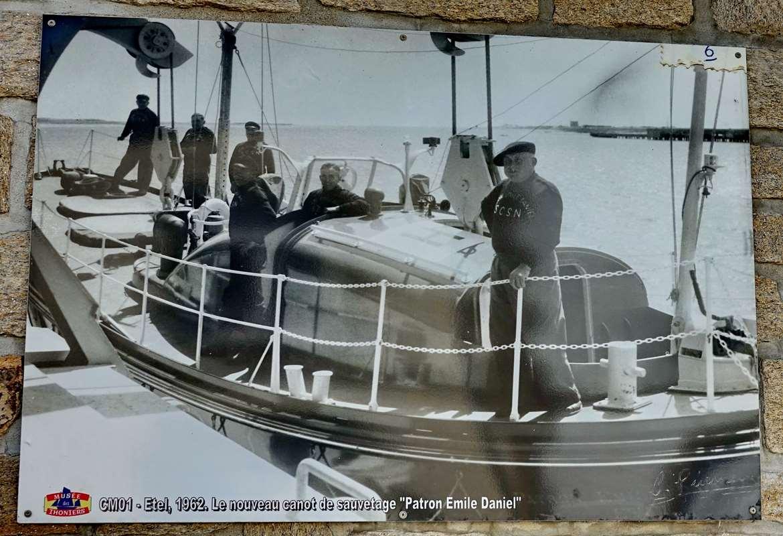 [Vie des ports] Etel d'aujourd'hui et son histoire de la pêche au thon - Page 2 Dsc06856