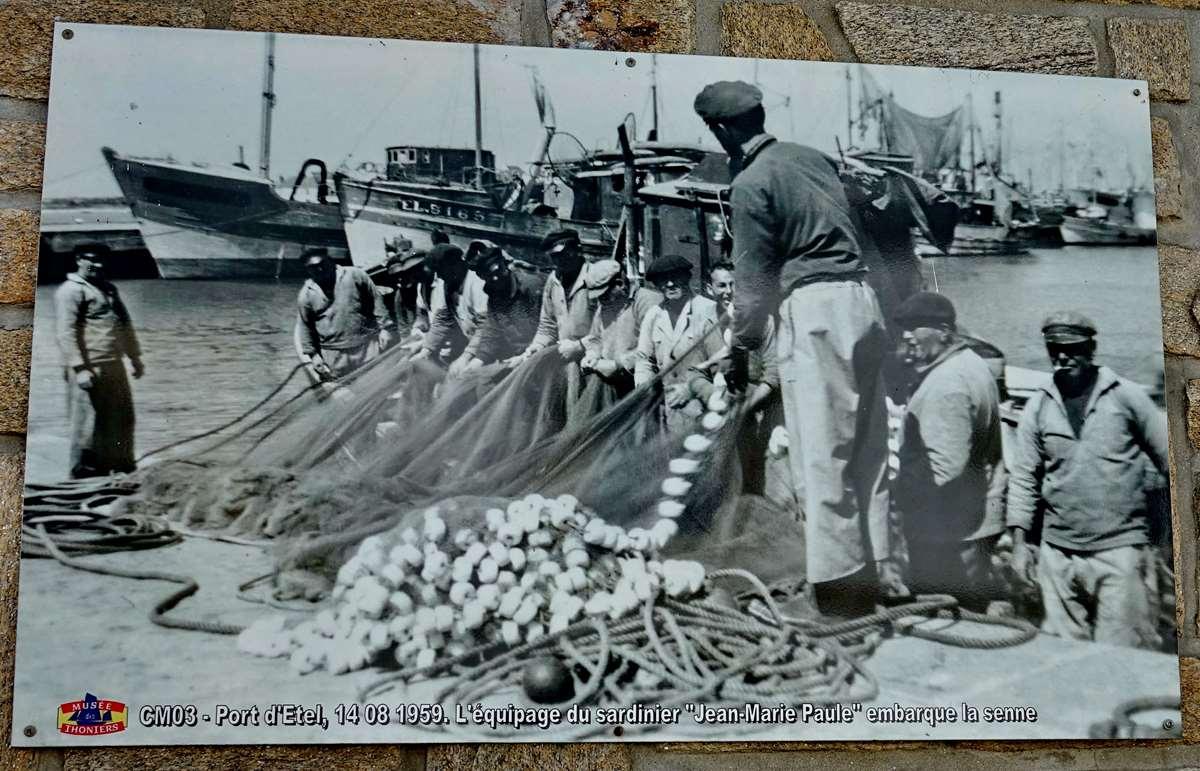 [Vie des ports] Etel d'aujourd'hui et son histoire de la pêche au thon - Page 2 Dsc06858