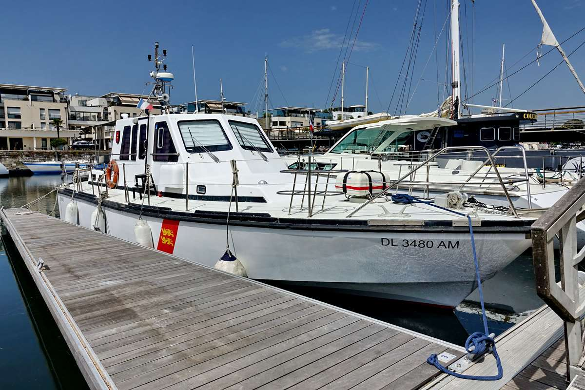 [Vie des Ports ] Port de La Rochelle  - Page 5 Dsc07098