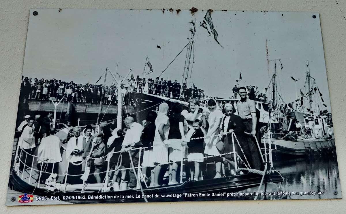 [Vie des ports] Etel d'aujourd'hui et son histoire de la pêche au thon - Page 3 Dsc10000
