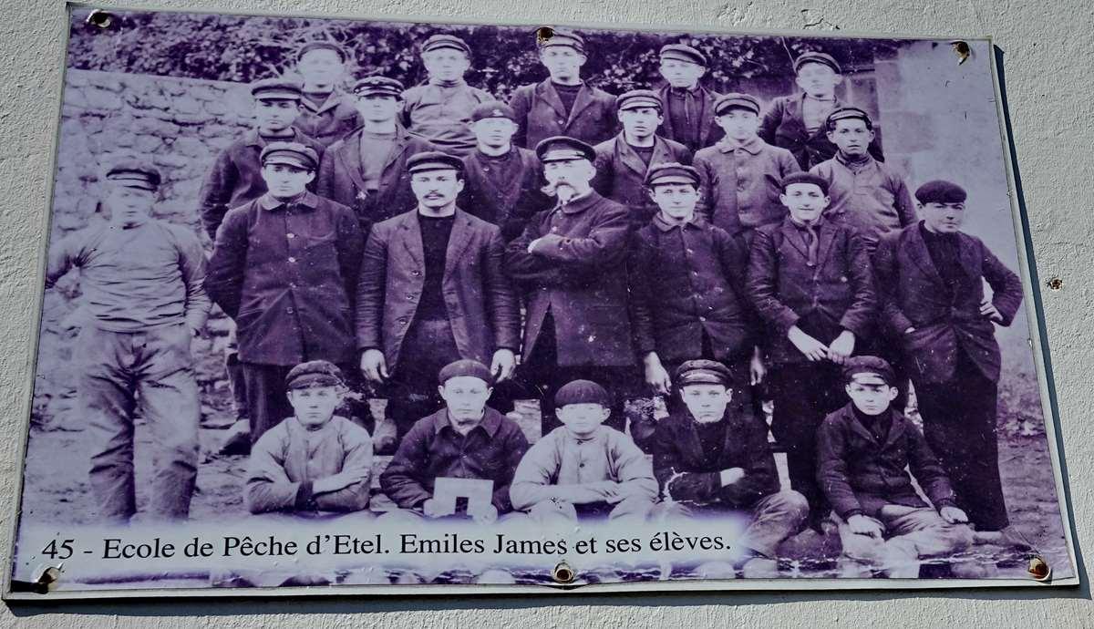 [Vie des ports] Etel d'aujourd'hui et son histoire de la pêche au thon - Page 3 Dsc10032