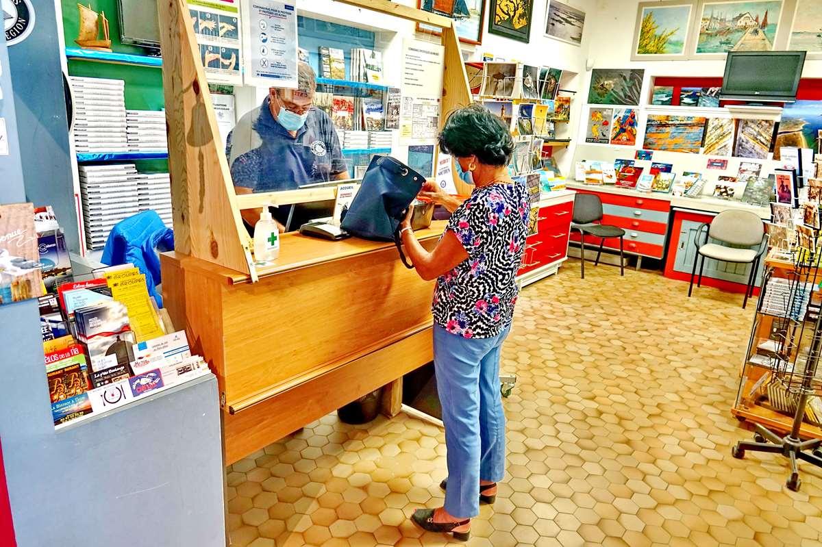 [Vie des ports] Etel d'aujourd'hui et son histoire de la pêche au thon - Page 3 Dsc10404