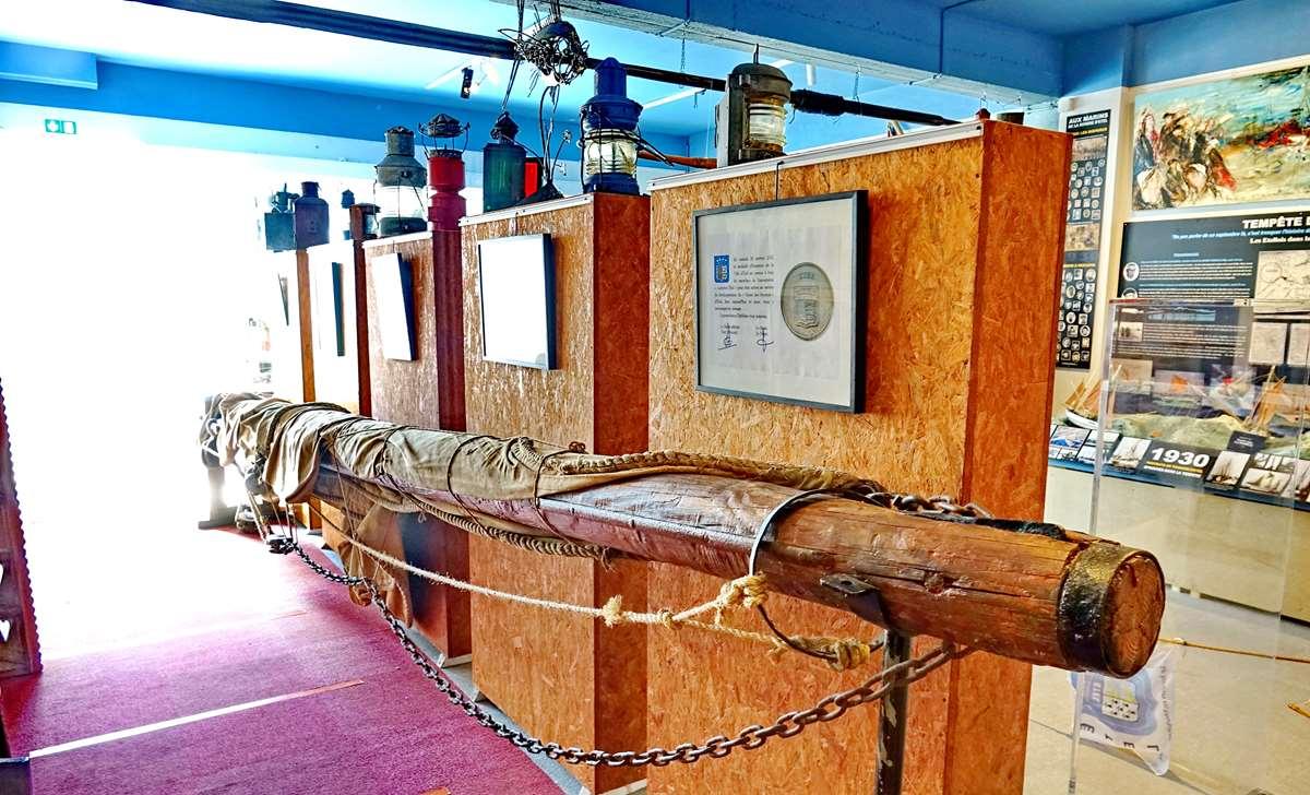 [Vie des ports] Etel d'aujourd'hui et son histoire de la pêche au thon - Page 4 Dsc10470