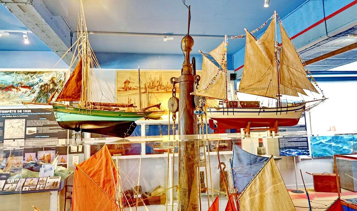 [Vie des ports] Etel d'aujourd'hui et son histoire de la pêche au thon - Page 4 Dsc10472