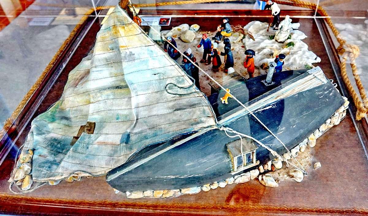 [Vie des ports] Etel d'aujourd'hui et son histoire de la pêche au thon - Page 4 Dsc10487