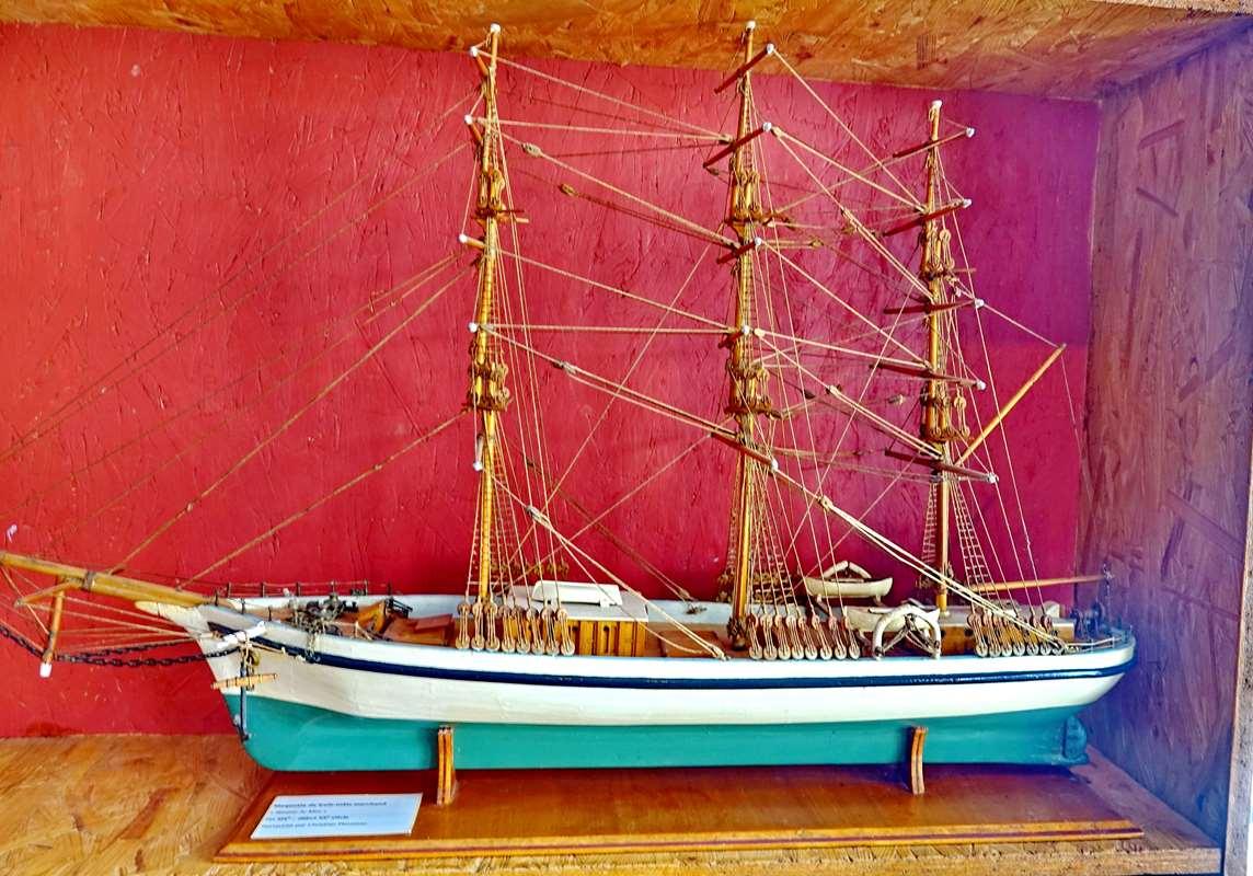 [Vie des ports] Etel d'aujourd'hui et son histoire de la pêche au thon - Page 4 Dsc10489