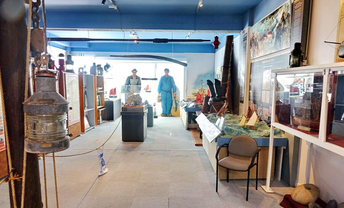 [Vie des ports] Etel d'aujourd'hui et son histoire de la pêche au thon - Page 4 Dsc10558
