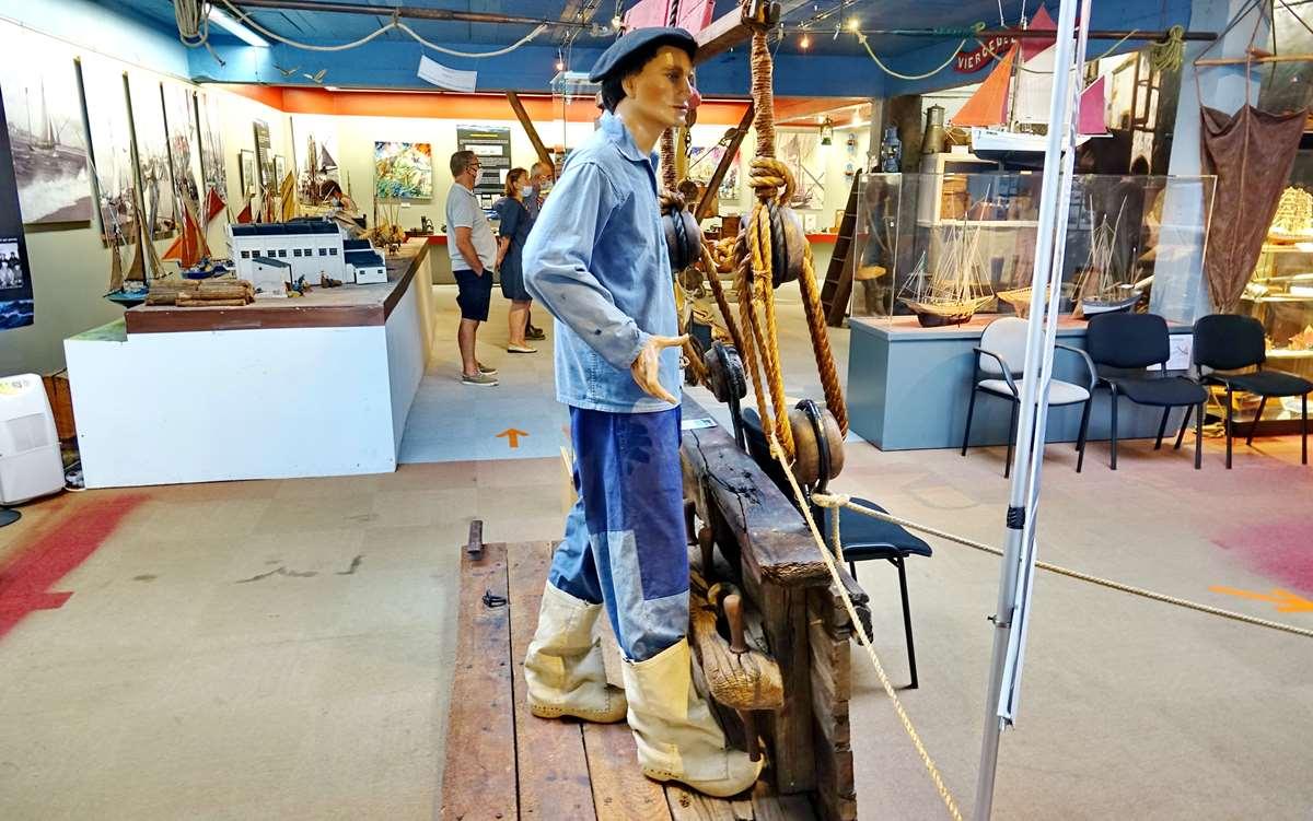 [Vie des ports] Etel d'aujourd'hui et son histoire de la pêche au thon - Page 4 Dsc10562