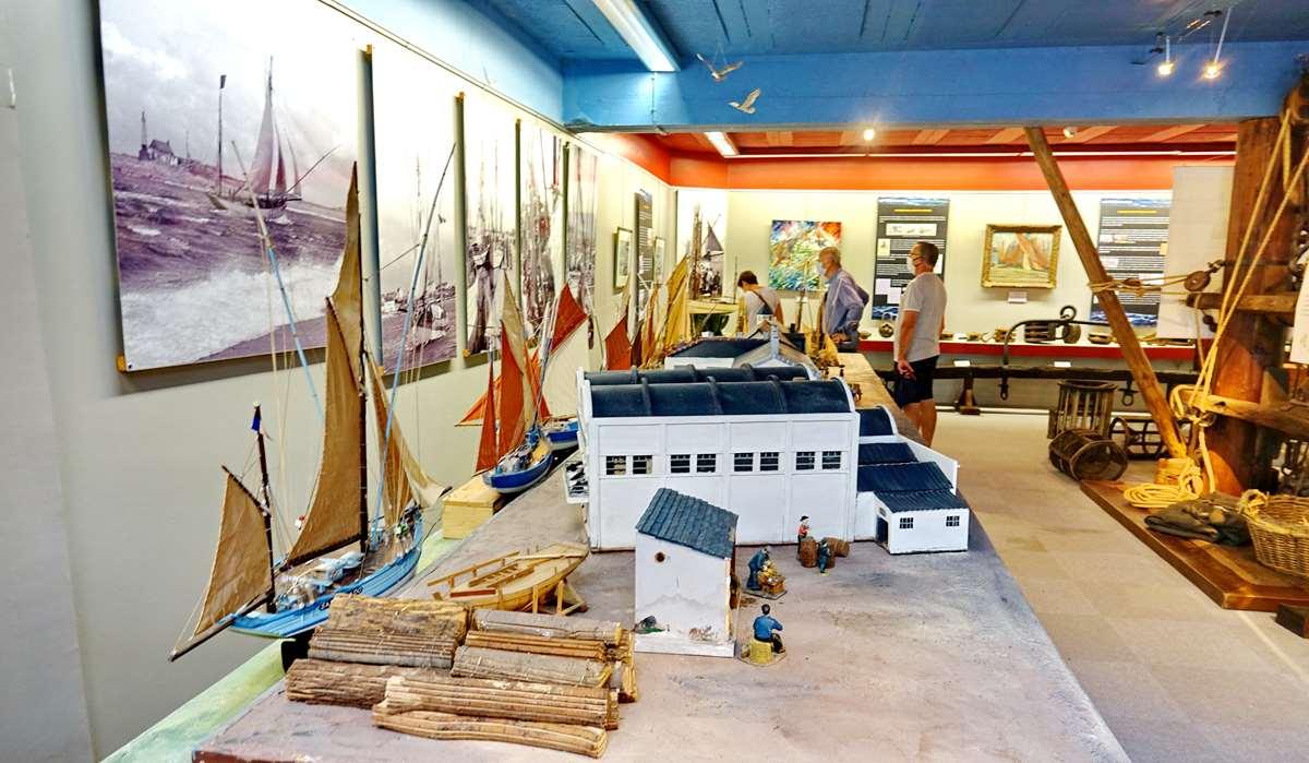 [Vie des ports] Etel d'aujourd'hui et son histoire de la pêche au thon - Page 4 Dsc10568