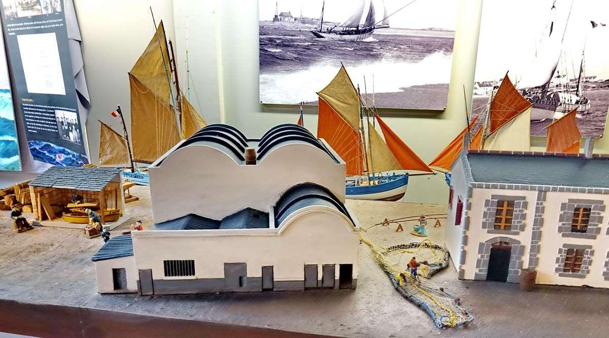 [Vie des ports] Etel d'aujourd'hui et son histoire de la pêche au thon - Page 4 Dsc10570