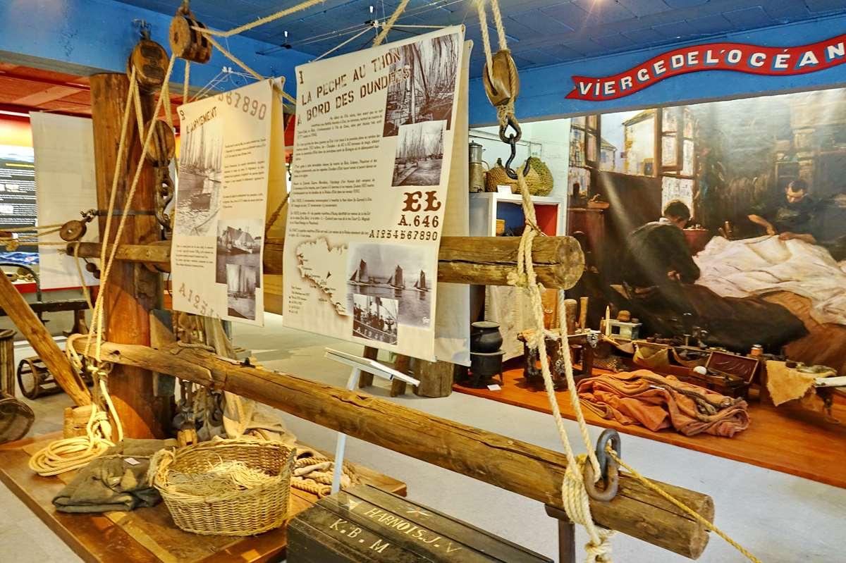 [Vie des ports] Etel d'aujourd'hui et son histoire de la pêche au thon - Page 4 Dsc10572