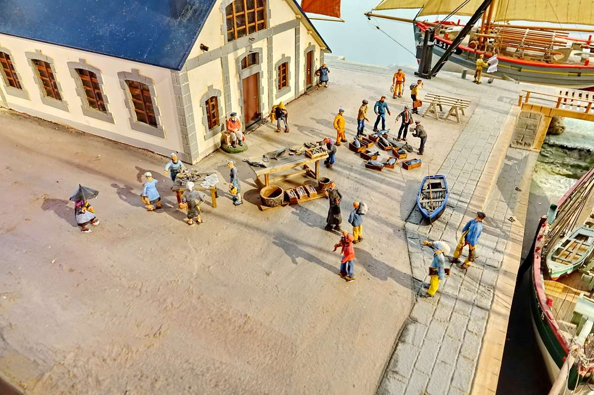 [Vie des ports] Etel d'aujourd'hui et son histoire de la pêche au thon - Page 4 Dsc10576