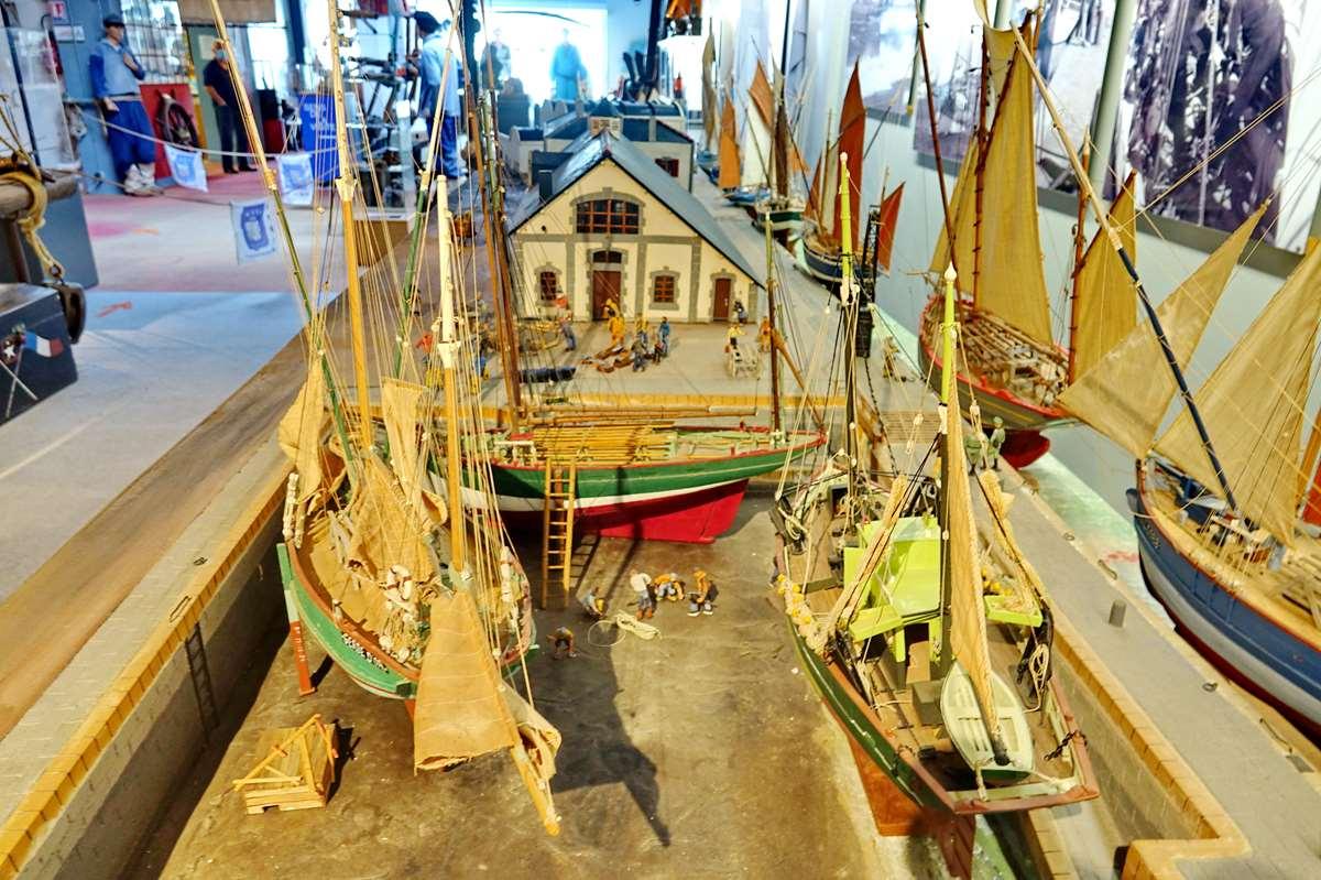 [Vie des ports] Etel d'aujourd'hui et son histoire de la pêche au thon - Page 4 Dsc10578
