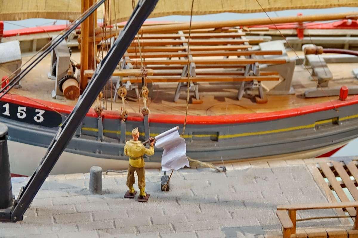 [Vie des ports] Etel d'aujourd'hui et son histoire de la pêche au thon - Page 4 Dsc10579