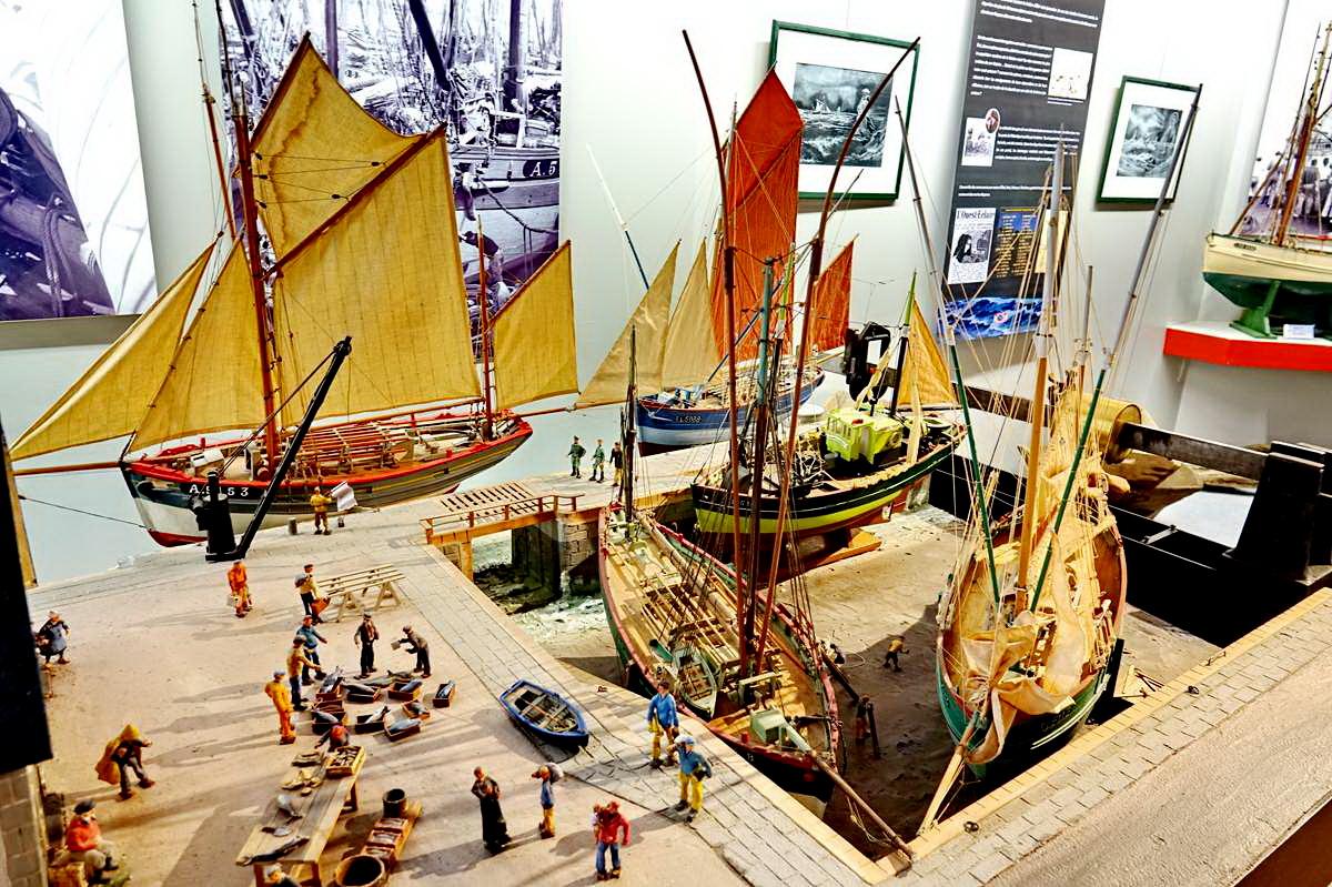 [Vie des ports] Etel d'aujourd'hui et son histoire de la pêche au thon - Page 4 Dsc10584