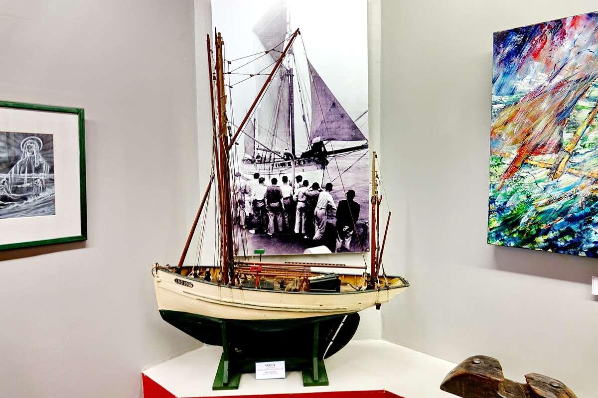 [Vie des ports] Etel d'aujourd'hui et son histoire de la pêche au thon - Page 4 Dsc10632