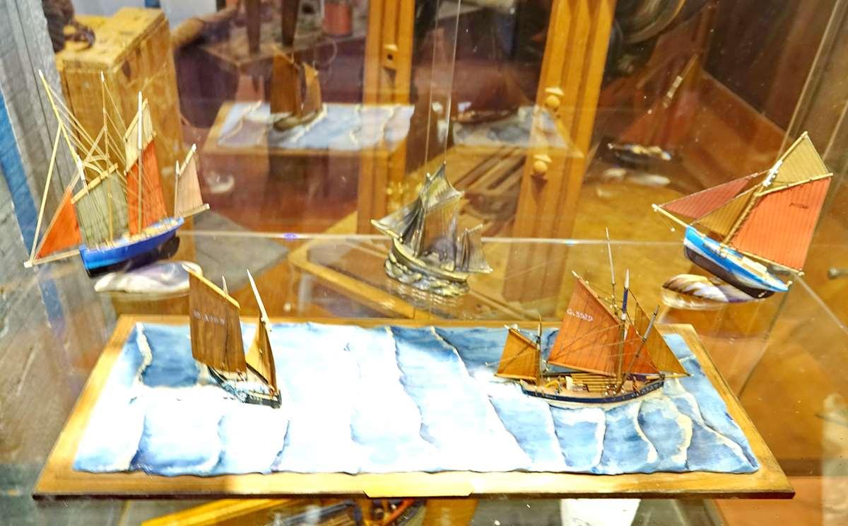 [Vie des ports] Etel d'aujourd'hui et son histoire de la pêche au thon - Page 4 Dsc10908