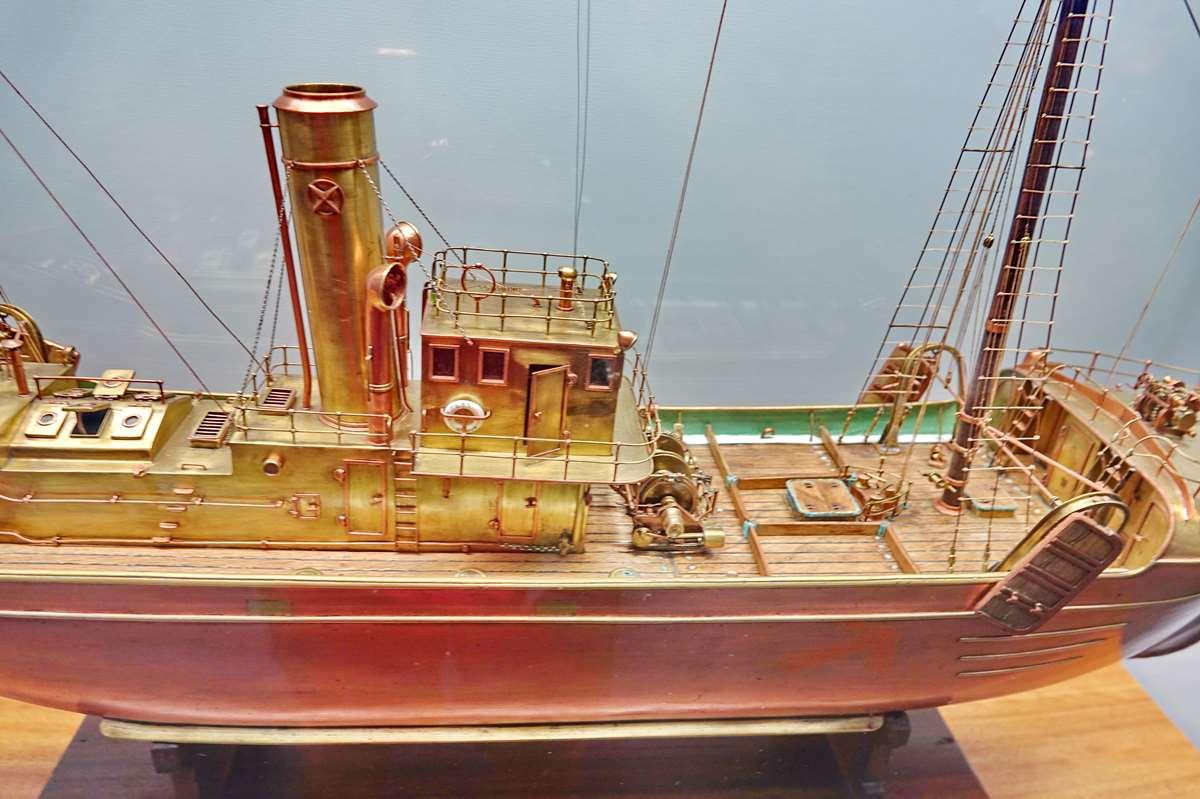 [Vie des ports] Etel d'aujourd'hui et son histoire de la pêche au thon - Page 4 Dsc10918