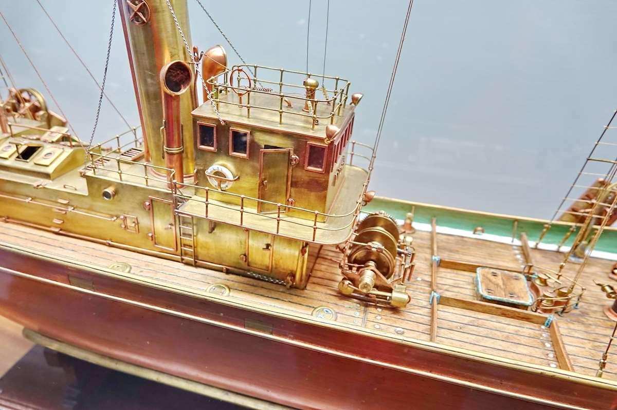[Vie des ports] Etel d'aujourd'hui et son histoire de la pêche au thon - Page 4 Dsc10921