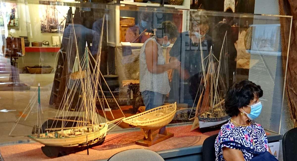 [Vie des ports] Etel d'aujourd'hui et son histoire de la pêche au thon - Page 5 Dsc11166