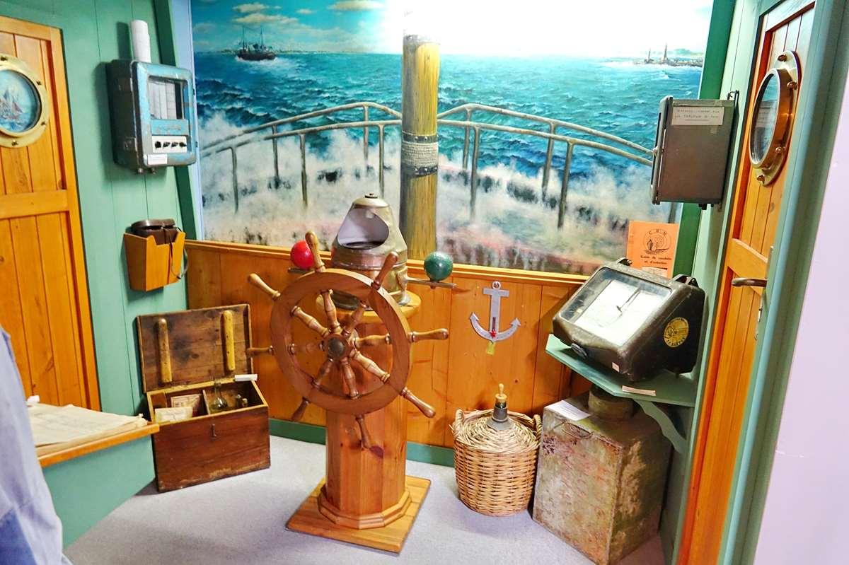 [Vie des ports] Etel d'aujourd'hui et son histoire de la pêche au thon - Page 5 Dsc11305