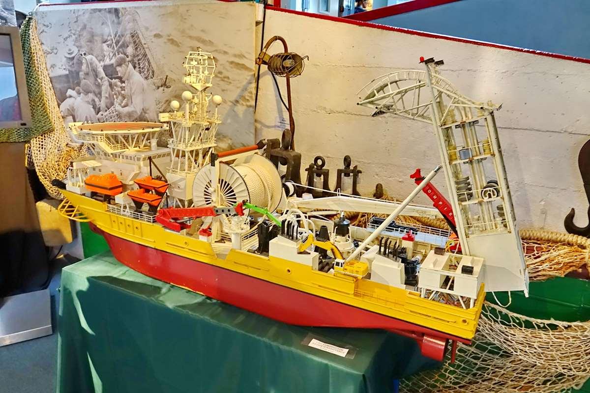 [Vie des ports] Etel d'aujourd'hui et son histoire de la pêche au thon - Page 5 Dsc11335