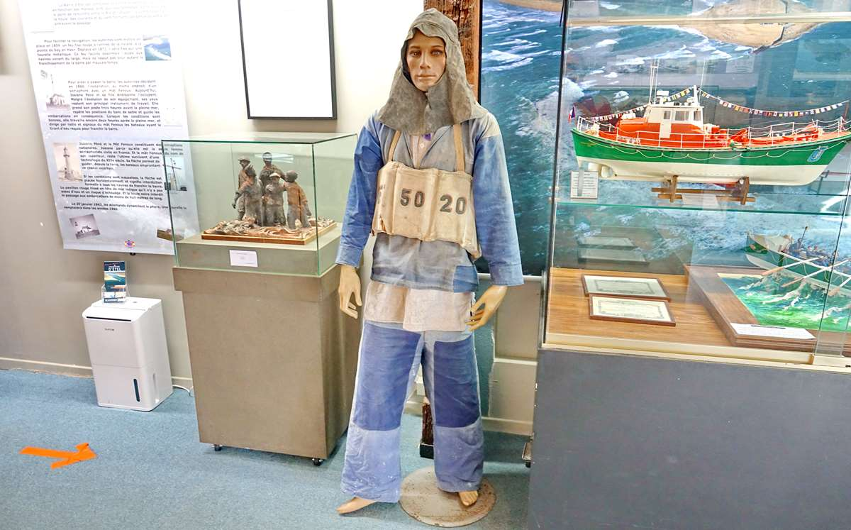 [Vie des ports] Etel d'aujourd'hui et son histoire de la pêche au thon - Page 6 Dsc11418