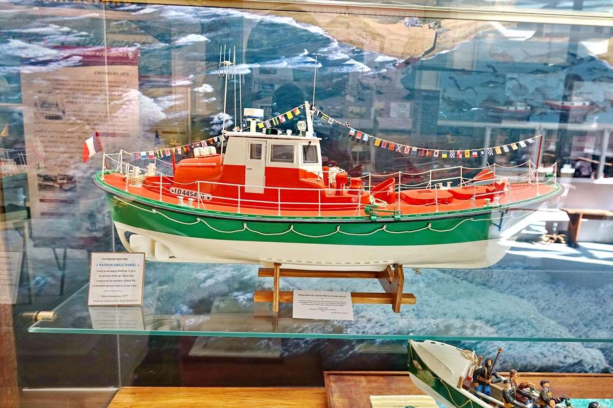 [Vie des ports] Etel d'aujourd'hui et son histoire de la pêche au thon - Page 6 Dsc11419