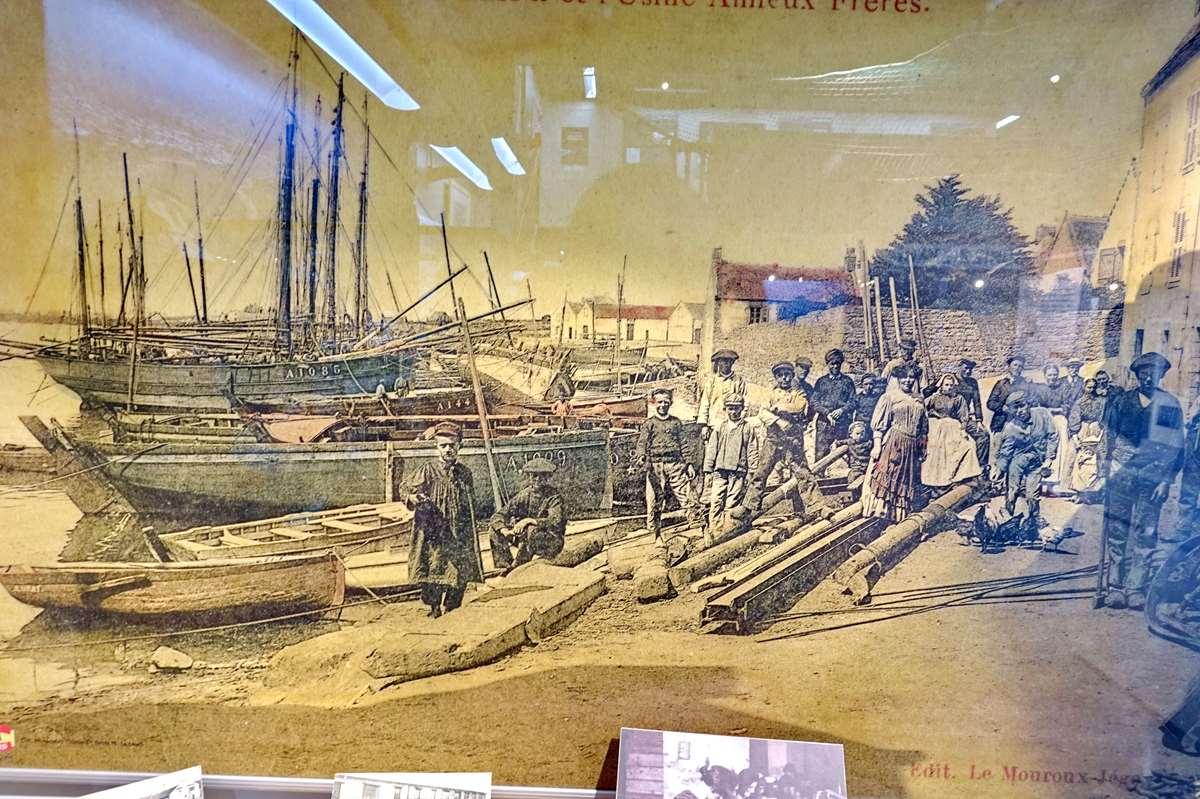 [Vie des ports] Etel d'aujourd'hui et son histoire de la pêche au thon - Page 6 Dsc11524