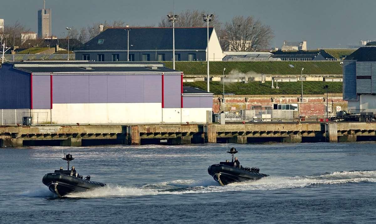 [Les ports militaires de métropole] Port de LORIENT - TOME 1 - Page 19 Dsc14768