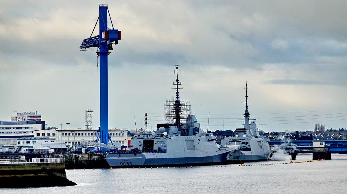 [Les ports militaires de métropole] Port de LORIENT - TOME 1 - Page 19 Dsc15048