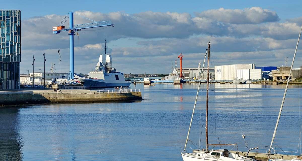 [Les ports militaires de métropole] Port de LORIENT - TOME 1 - Page 22 Dsc15725