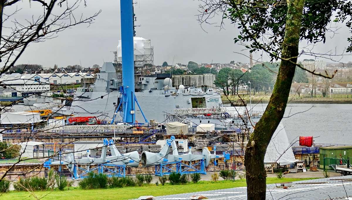 [Les ports militaires de métropole] Port de LORIENT - TOME 1 - Page 22 Dsc15910