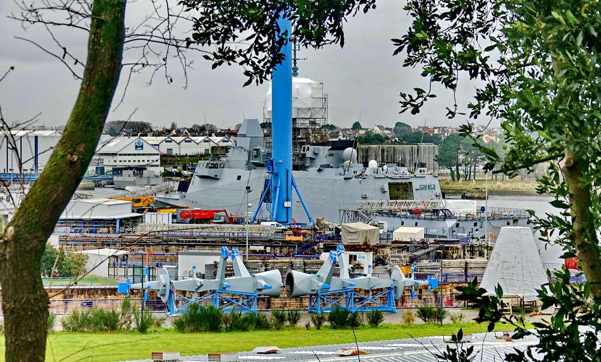[Les ports militaires de métropole] Port de LORIENT - TOME 1 - Page 22 Dsc15911