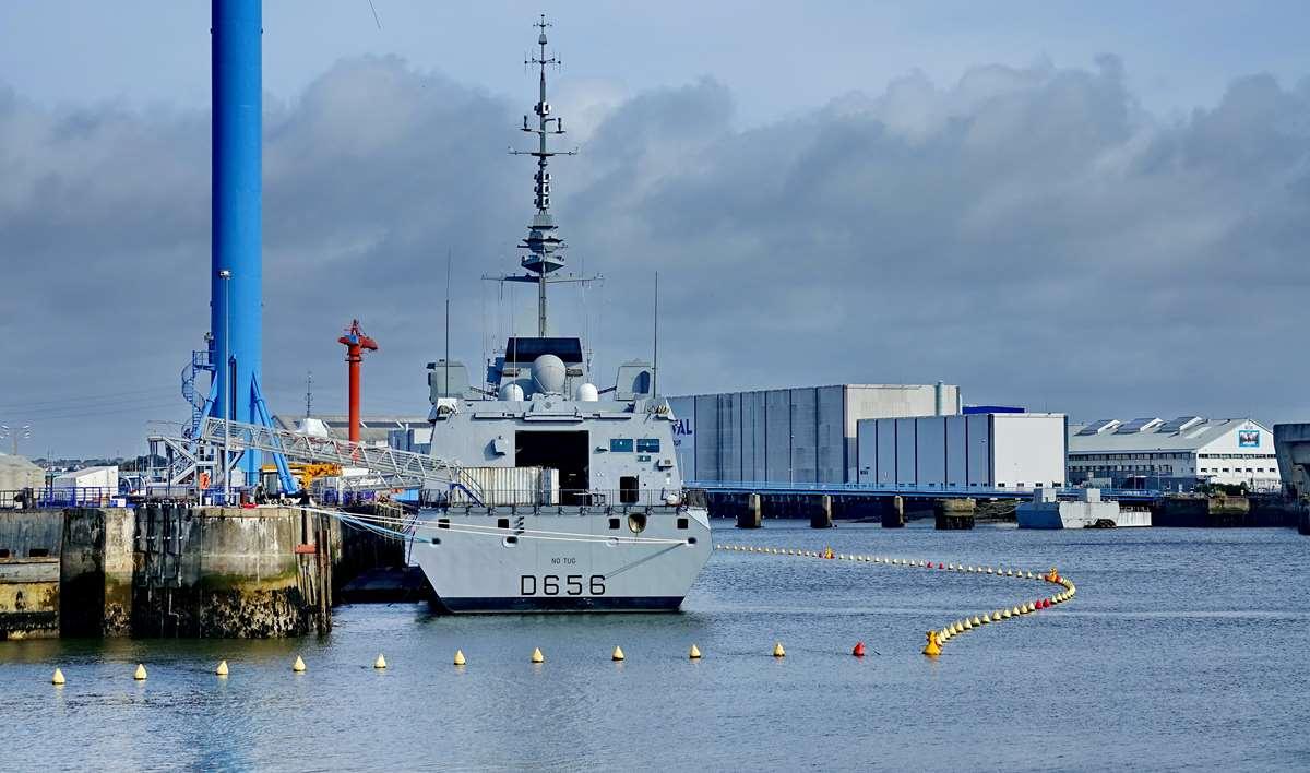 [Les ports militaires de métropole] Port de LORIENT - TOME 1 - Page 23 Dsc17475
