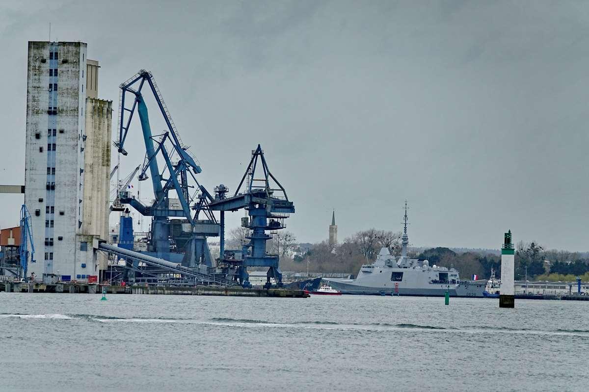 [Les ports militaires de métropole] Port de LORIENT - TOME 1 - Page 23 Dsc18251