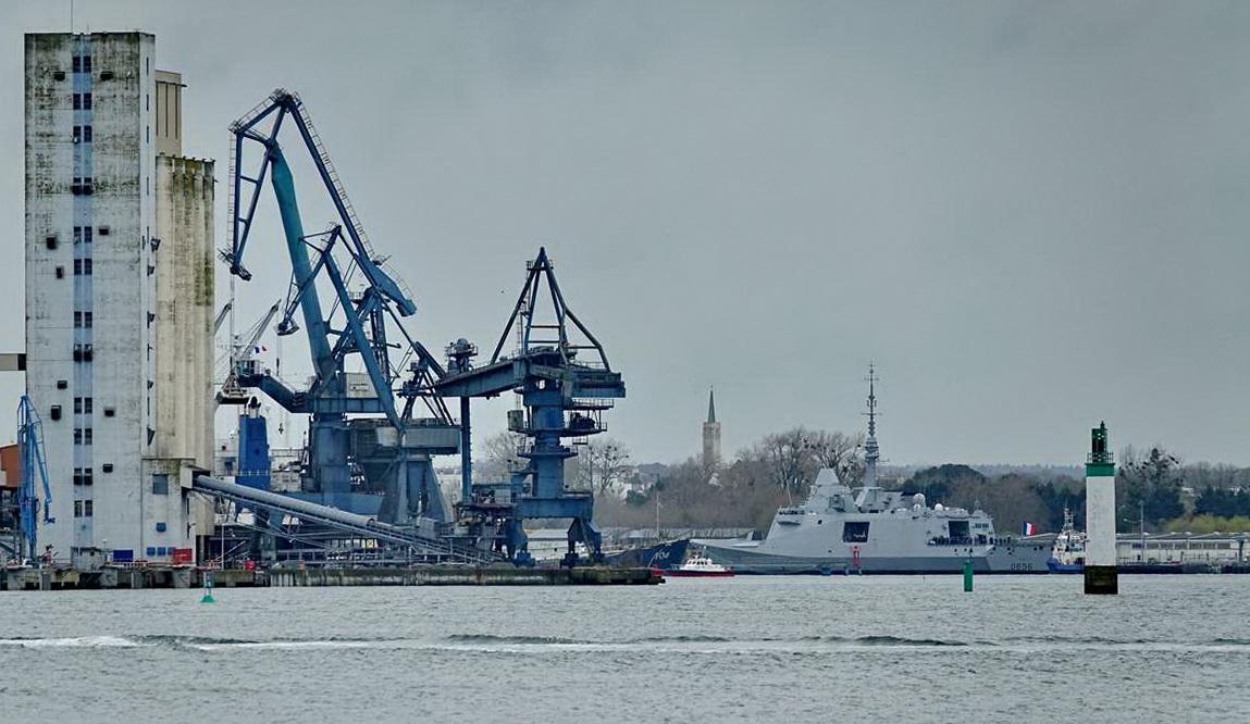 [Les ports militaires de métropole] Port de LORIENT - TOME 1 - Page 24 Dsc18324