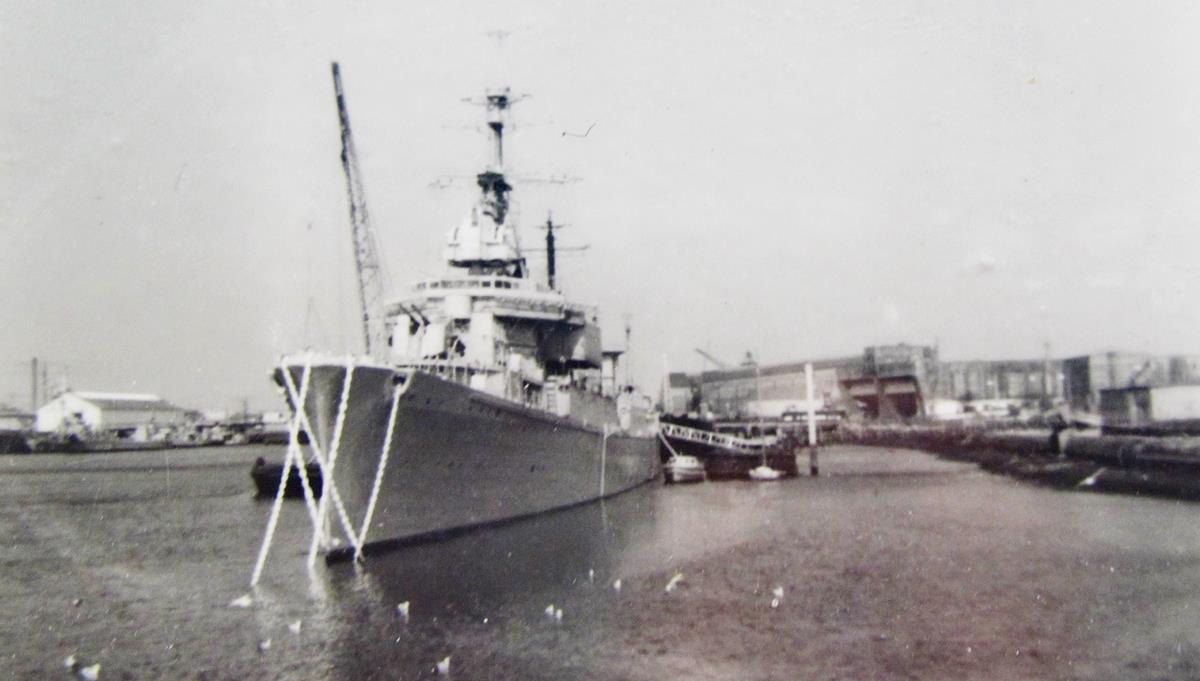 [Les ports militaires de métropole] Port de LORIENT - Page 10 Fusco_11