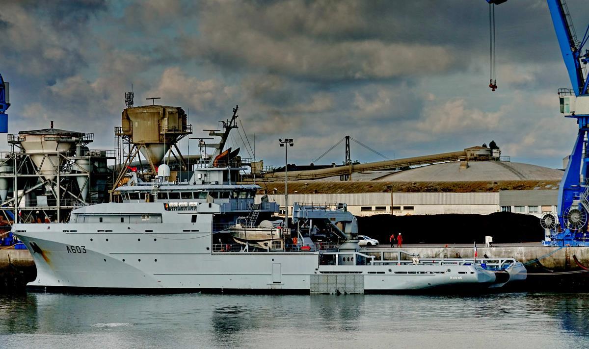 [Les ports militaires de métropole] Port de LORIENT - Page 8 Groix342