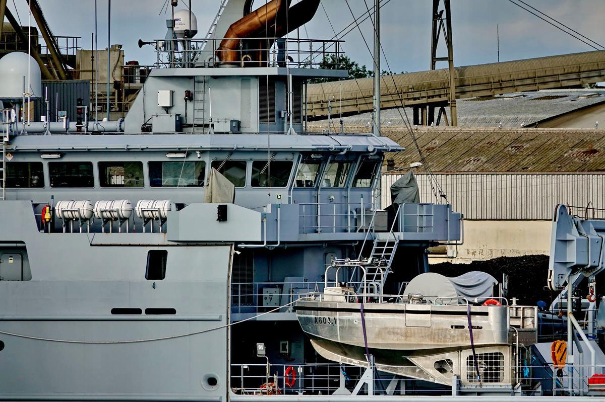 [Les ports militaires de métropole] Port de LORIENT - Page 8 Groix343
