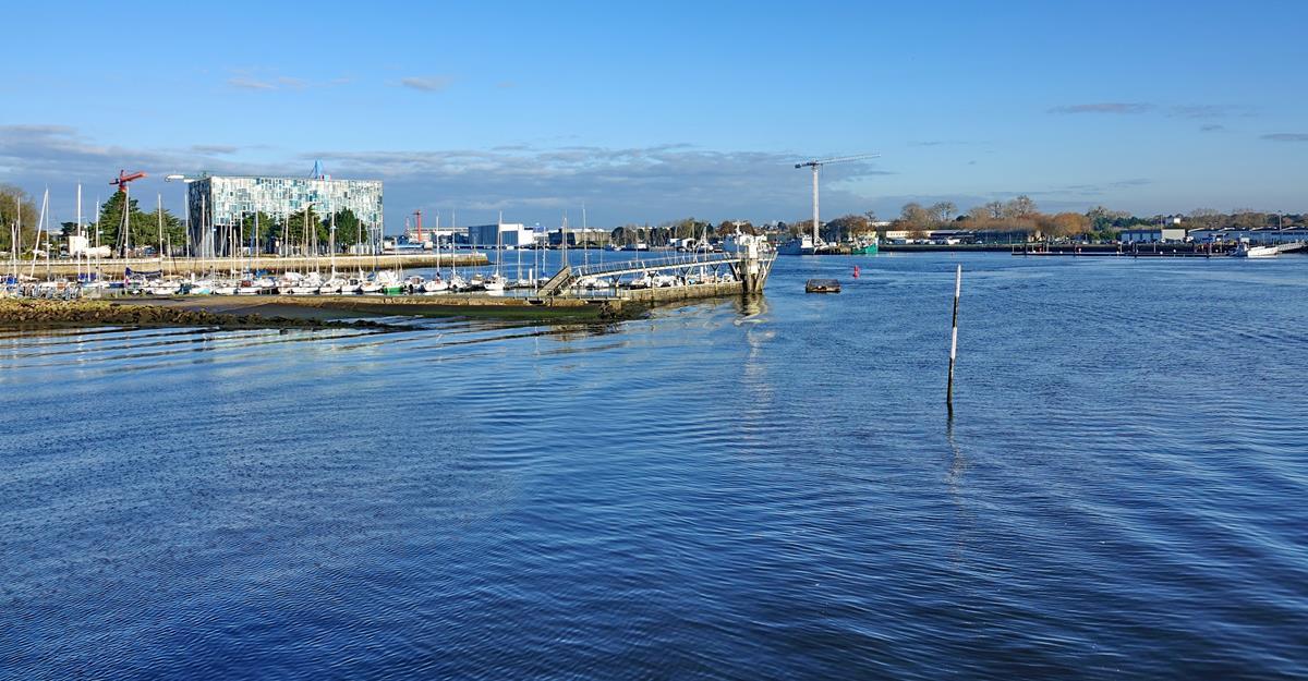 [Les ports militaires de métropole] Port de LORIENT - Page 10 Groix585