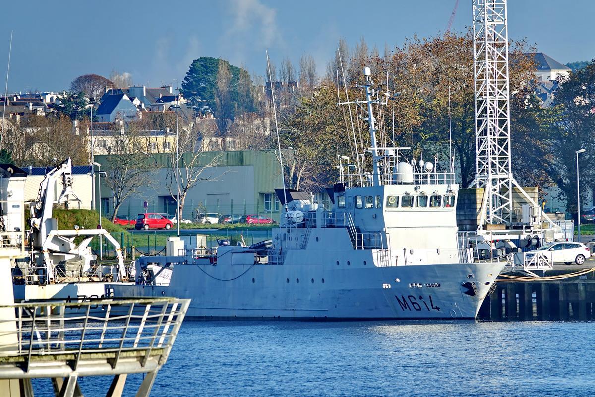 [Les ports militaires de métropole] Port de LORIENT - Page 10 Groix586