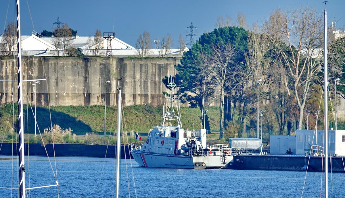 [Les ports militaires de métropole] Port de LORIENT - Page 10 Groix587