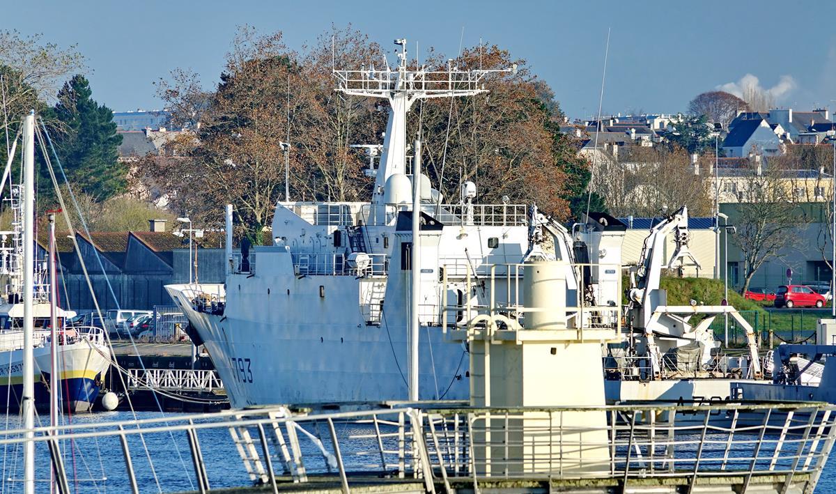 [Les ports militaires de métropole] Port de LORIENT - Page 10 Groix588