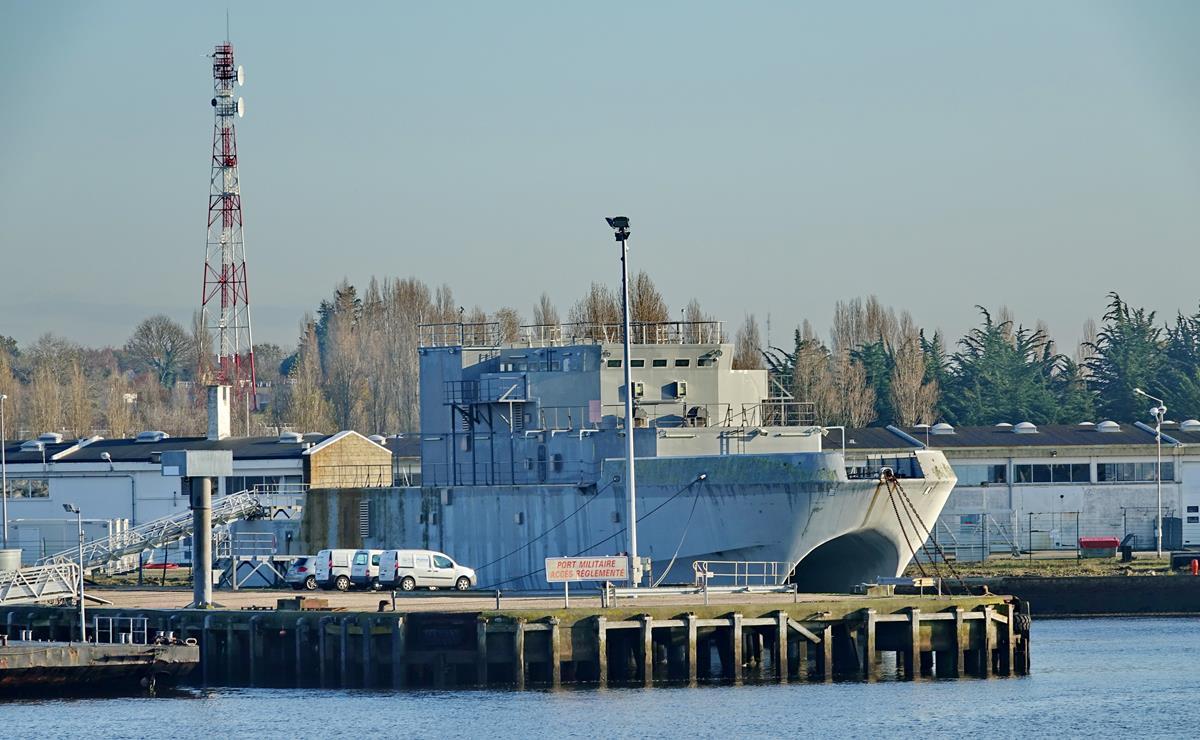 [Les ports militaires de métropole] Port de LORIENT - Page 10 Groix590