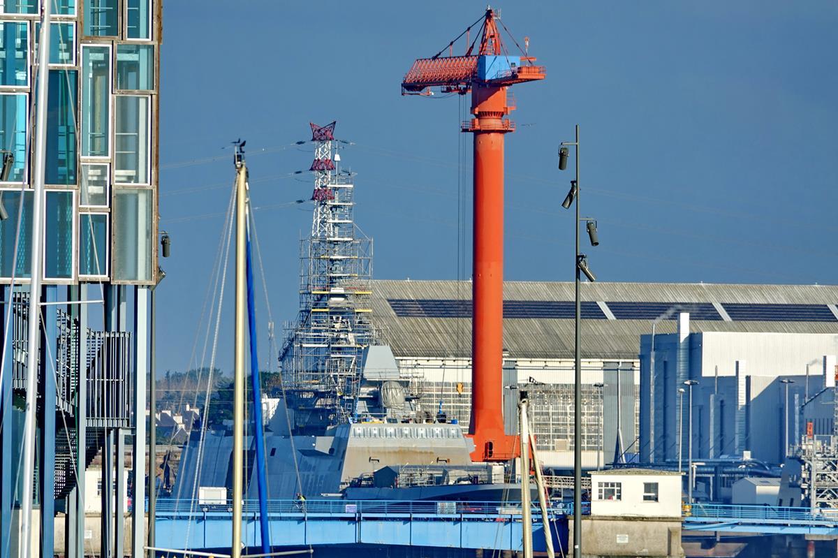 [Les ports militaires de métropole] Port de LORIENT - Page 11 Groix631