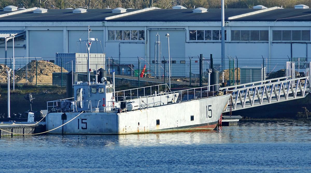 [Les ports militaires de métropole] Port de LORIENT - Page 11 Groix632