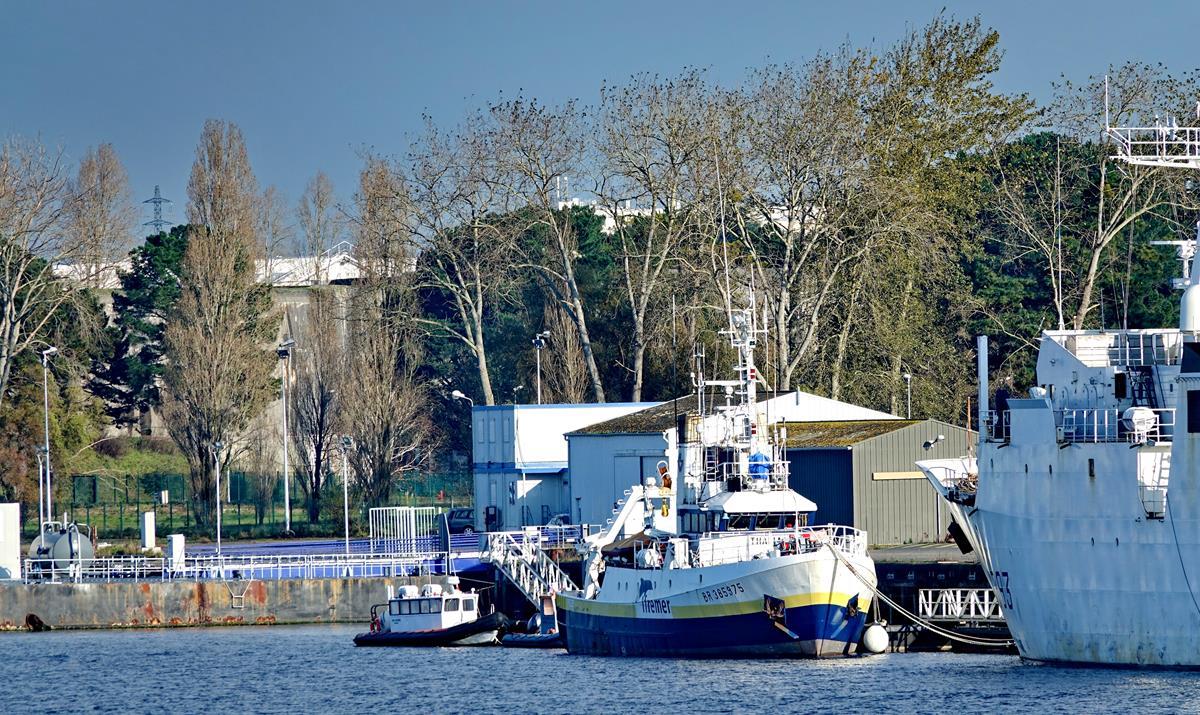 [Les ports militaires de métropole] Port de LORIENT - Page 11 Groix639
