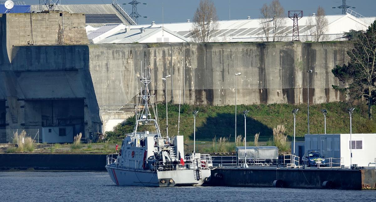 [Les ports militaires de métropole] Port de LORIENT - Page 11 Groix640