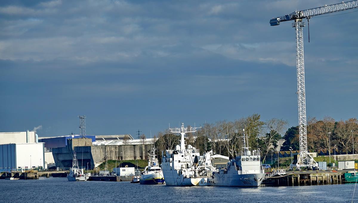 [Les ports militaires de métropole] Port de LORIENT - Page 11 Groix642